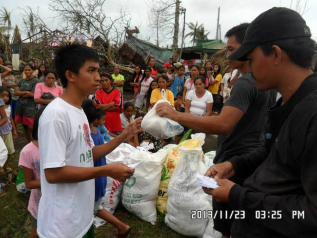 Relief distributed in Mayorga Leyte (2)