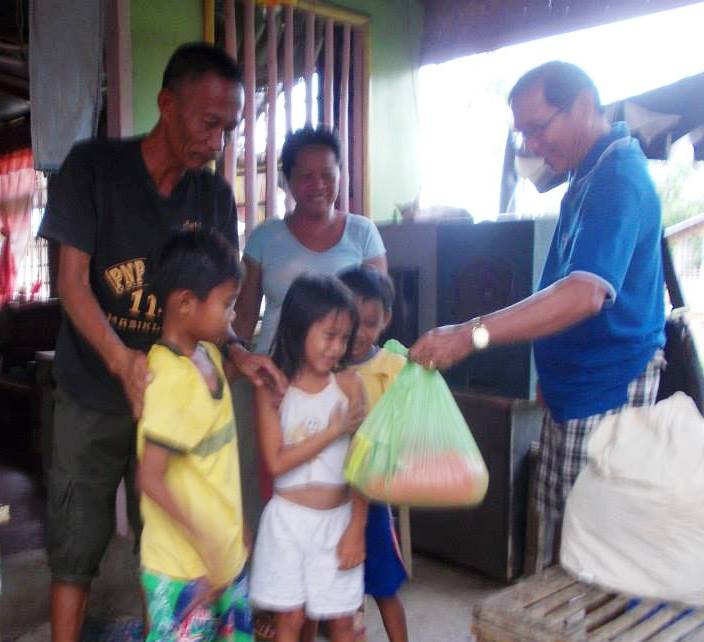 Antique relief goods distribution (9)